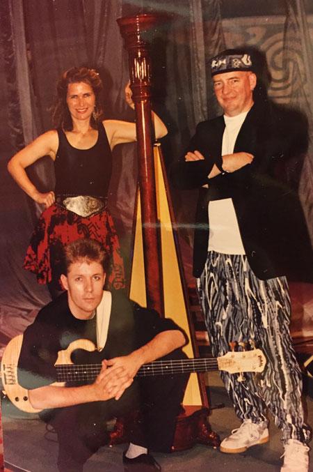 dhc-davey-wolfgang-reddish-harp-posed-germany-1994